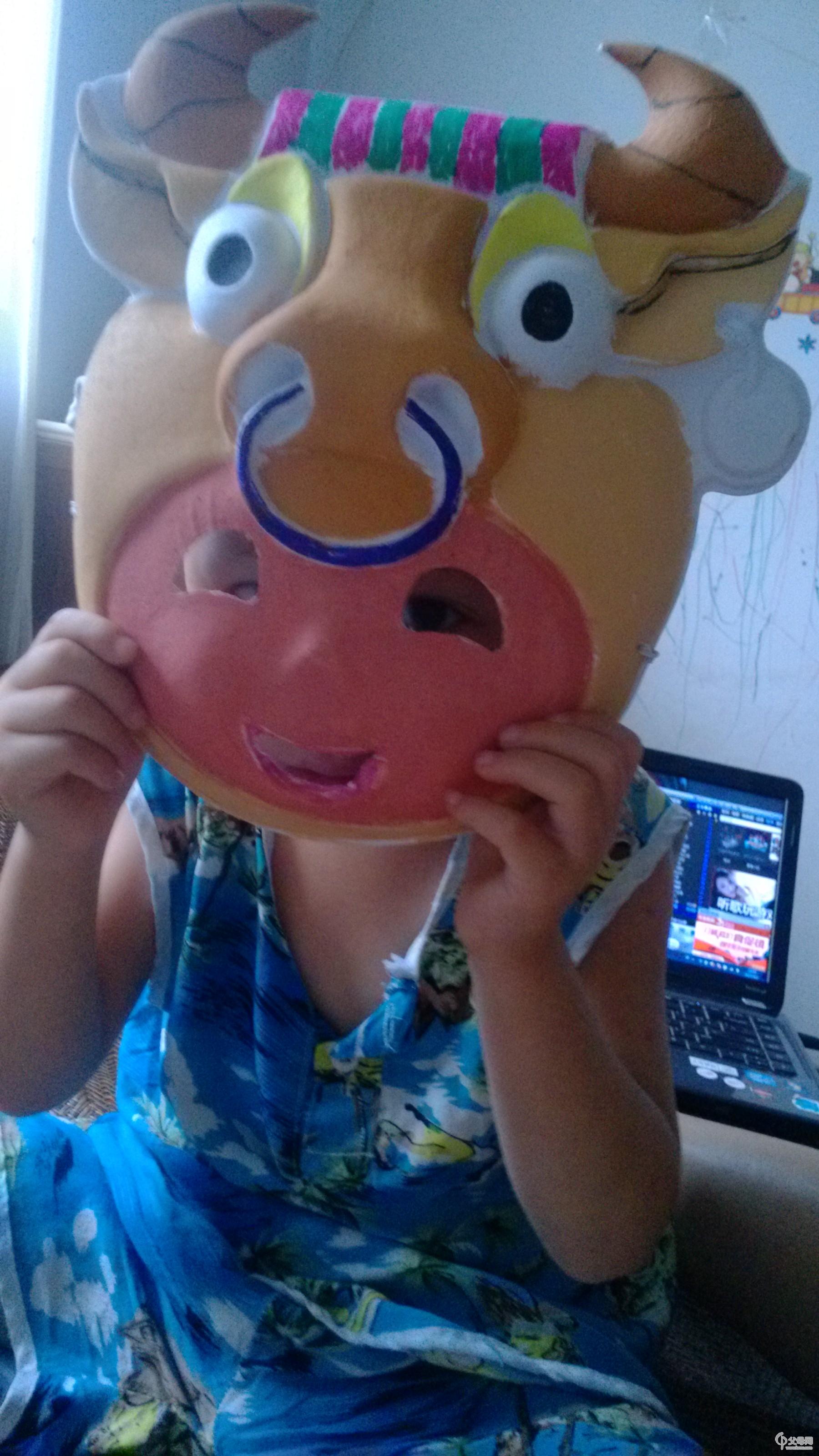 正好有生肖牛的面具,和牛牛真是绝配,又挑了两个其他的样式,老公,我