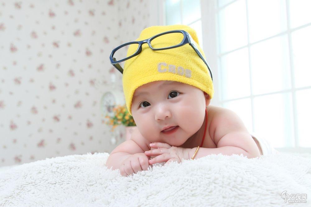 【星宝贝九】+戴眼镜的美女小笑笑!