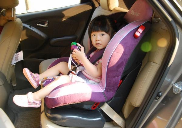 09悦动 儿童座椅接口