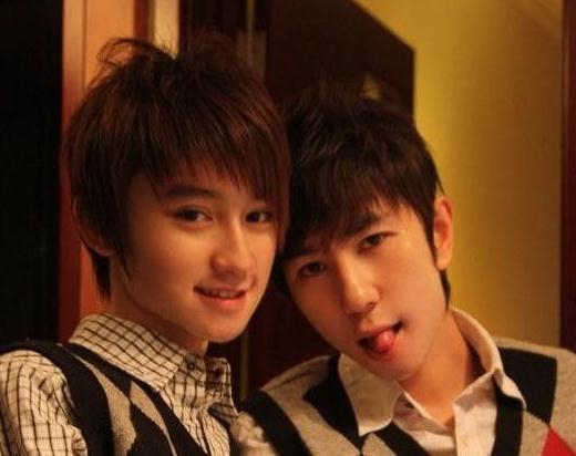 免费男同视频_娱乐圈里也有同性恋,最著名的男同就是张国荣和唐鹤德俩人儿了~爱的