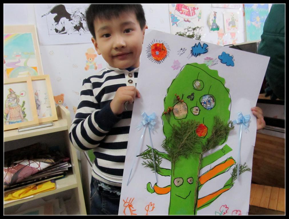 宝贝晒作品喽,虽然我们没有用照片来贴,但是却用糖纸来代替了一家人图片