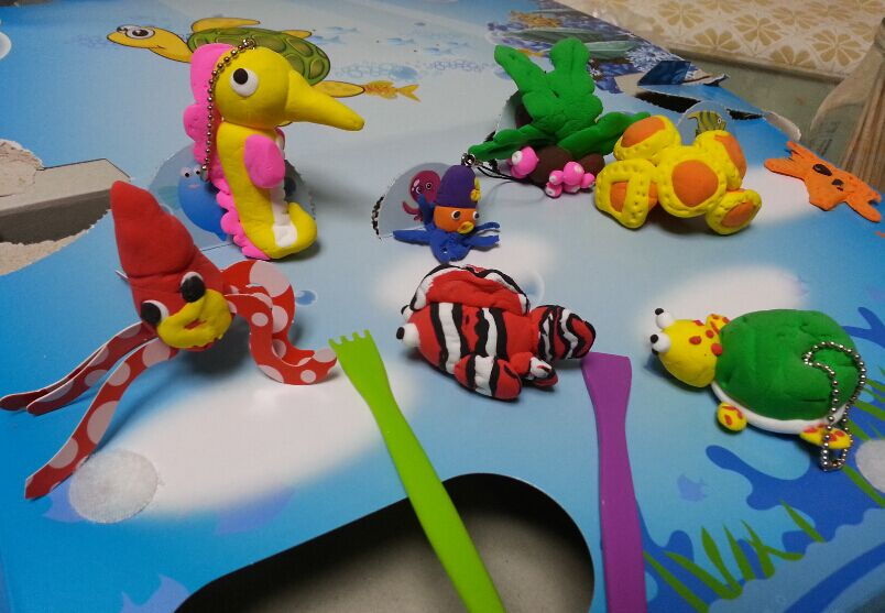 和荦宝一起做的太空泥海洋动物乐园.