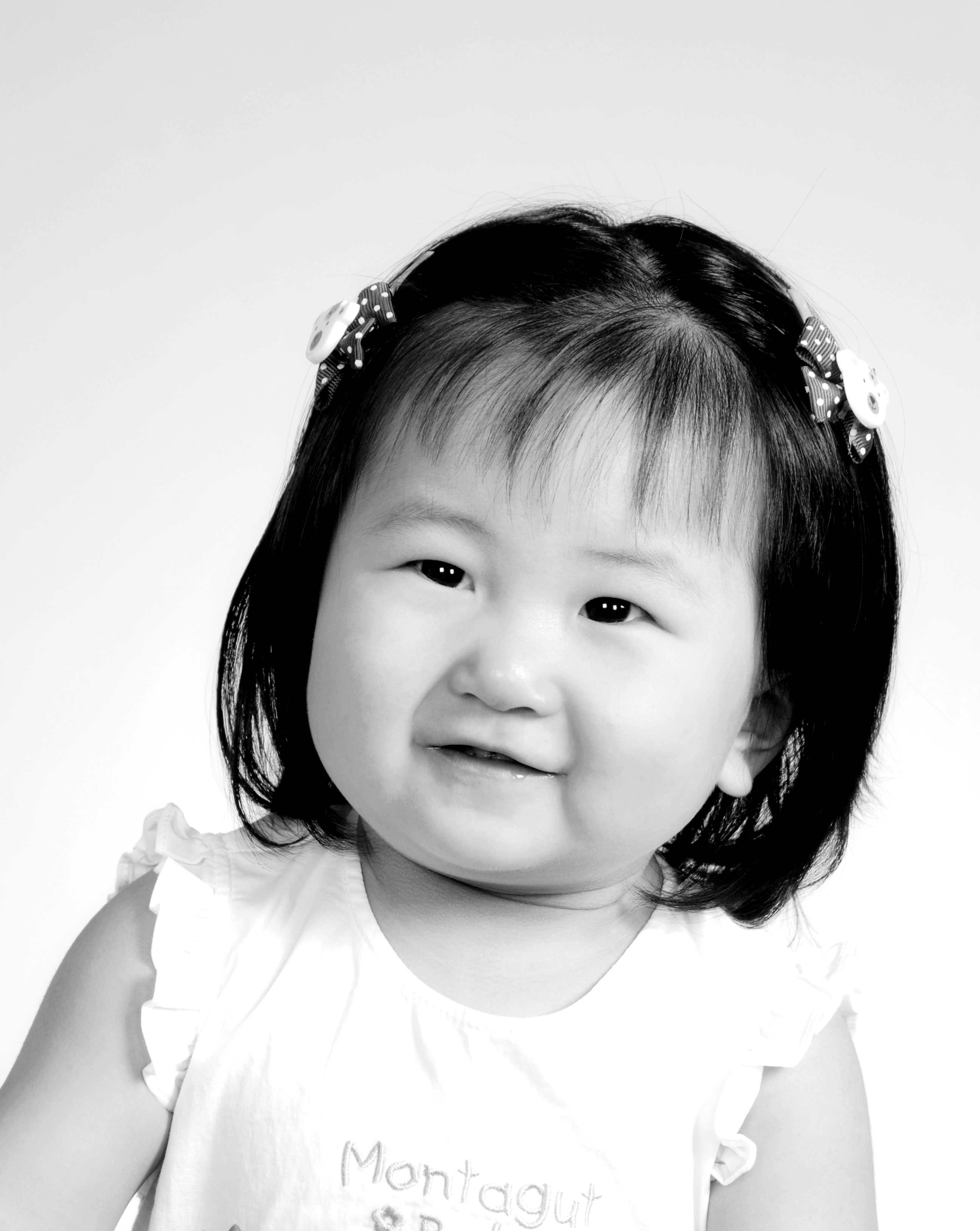 可爱大头小孩黑白图片
