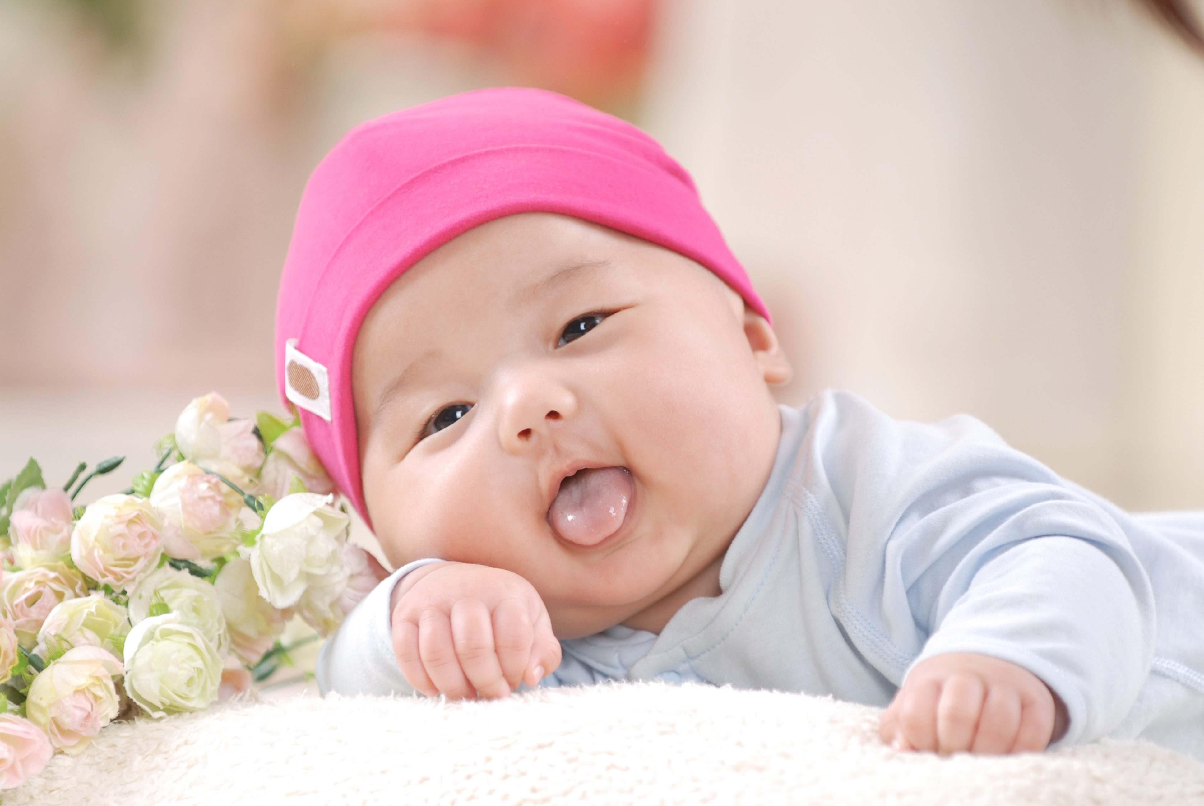 婴儿百天照经典照片 宝宝100天照片 经典婚纱照图片 国外婴儿创意照片图片