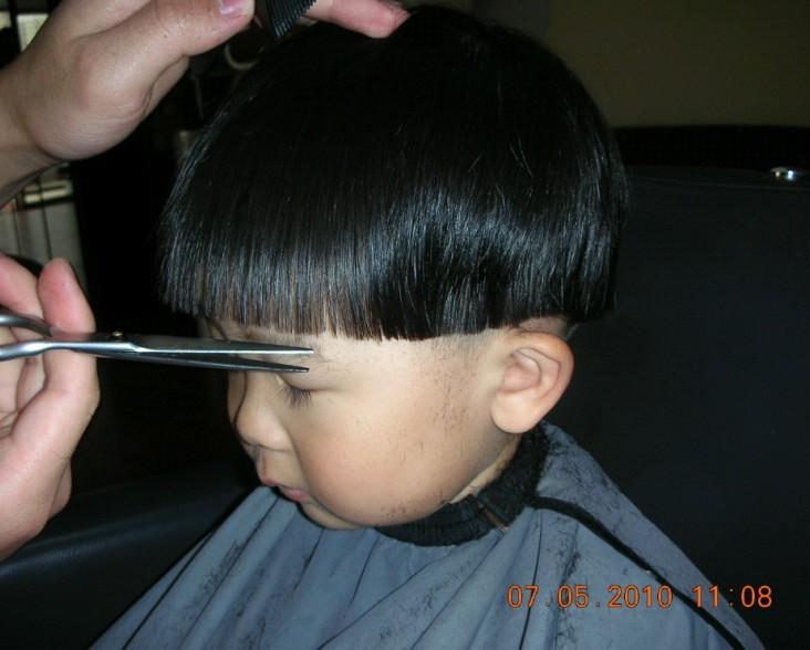 给女宝宝剪头发分享展示图片
