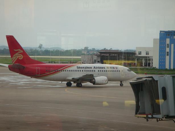 乘坐飞往青岛的飞机